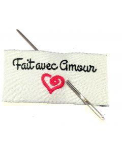 """Étiquette brodée """"Fait avec amour"""""""